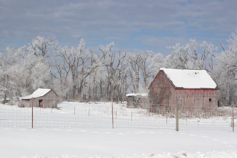 Granja después de una helada del invierno imagen de archivo libre de regalías