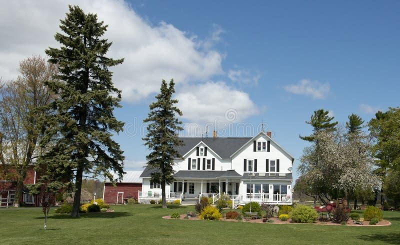 Granja lechera de Wisconsin del cortijo rural grande del país fotos de archivo libres de regalías