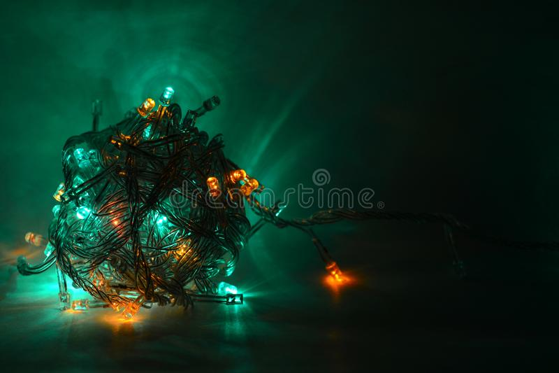 Granja multicolor en un fondo oscuro Navidad imagenes de archivo