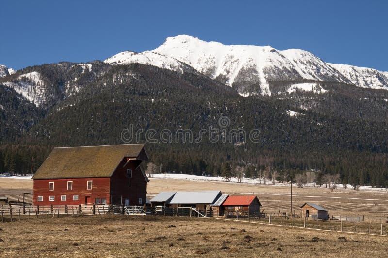 Granja roja Sta unido occidental del rancho de la montaña de la dependencia del granero foto de archivo libre de regalías