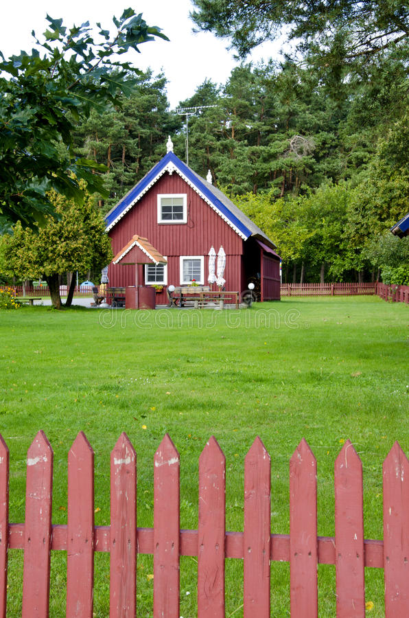 Granja rural de la casa de la cerca colorida de madera del receptor de papel fotos de archivo libres de regalías
