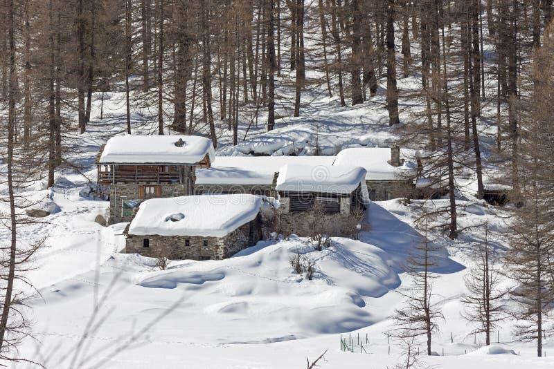 Granjas en la nieve fotos de archivo