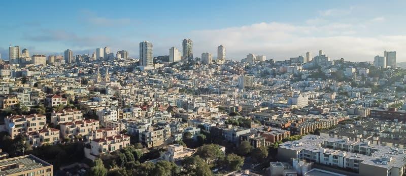 Grannskap för kulle för flyg- sikt för panorama rysk i San Francisco, royaltyfria bilder