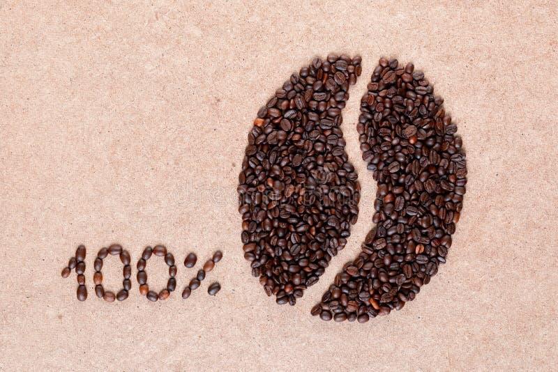 Grano de café y el 100 por ciento de las semillas asadas fotos de archivo