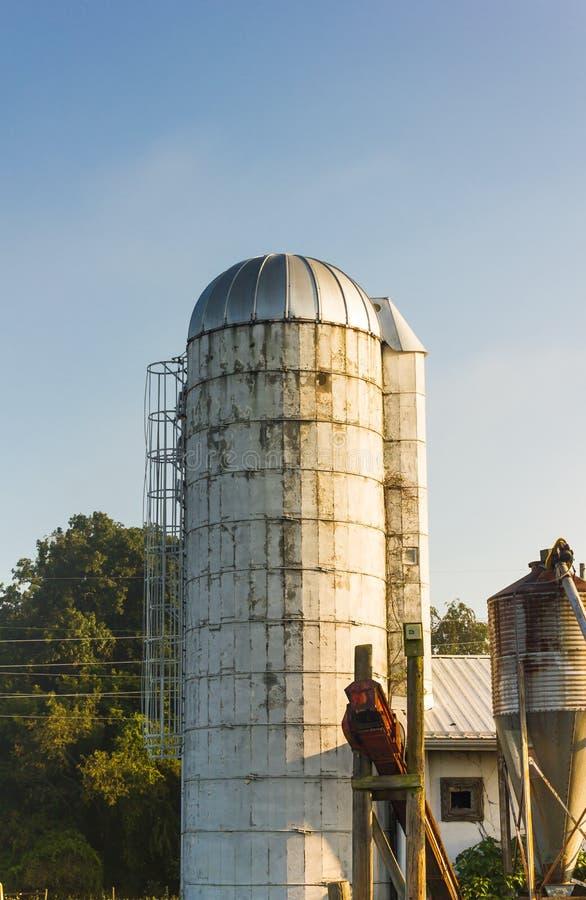 Grano Silo en Virginia Farm foto de archivo