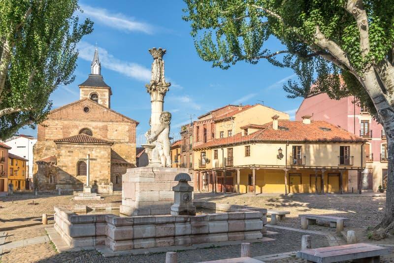 Grano ställe med marknadskyrkan i Leon - Spanien fotografering för bildbyråer