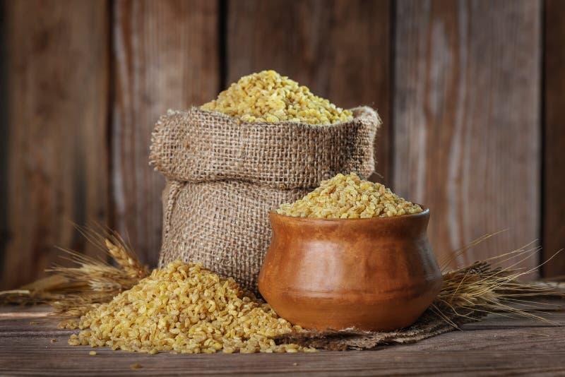 Grano stante a dieta del grano del bulgur sano fotografia stock