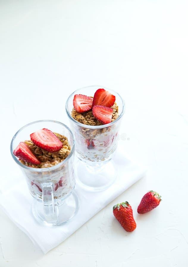 Granola avec des fraises lait et Honey Breakfast Healthy Food images libres de droits