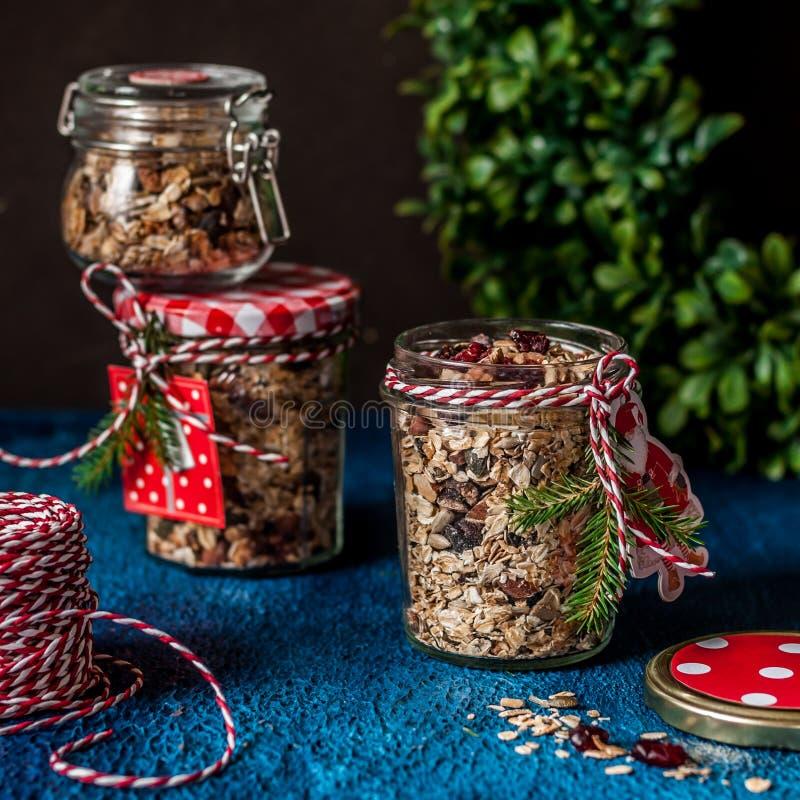 Granola comme cadeau de Noël photographie stock libre de droits