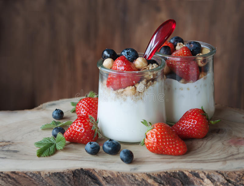 Granola jagody jogurt zdjęcia royalty free