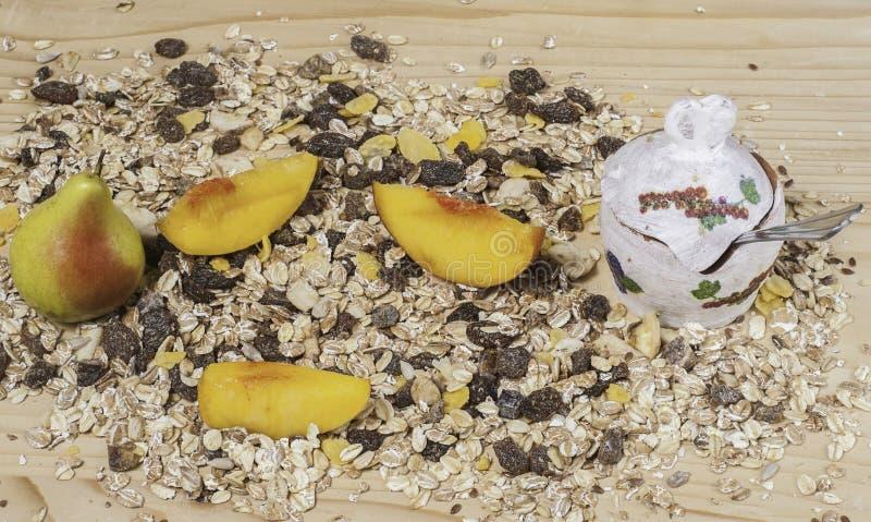 Granola mit Früchten lizenzfreies stockfoto