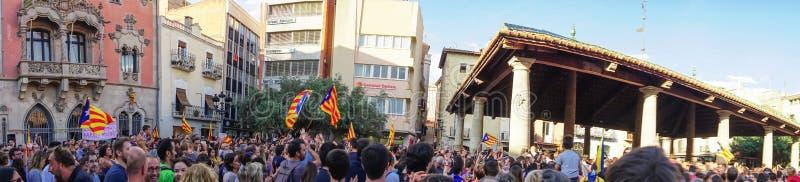 Granollers, Каталония, Испания, 3-ье октября 2017: paceful люди в протесте стоковые фотографии rf