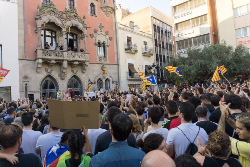 Granollers, Catalonia, Espanha, o 3 de outubro de 2017: povos paceful no protesto contra o espanhol foto de stock