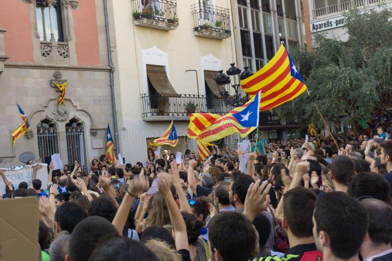 Granollers, Catalonia, Espanha, o 3 de outubro de 2017: povos paceful no protesto contra o espanhol foto de stock royalty free