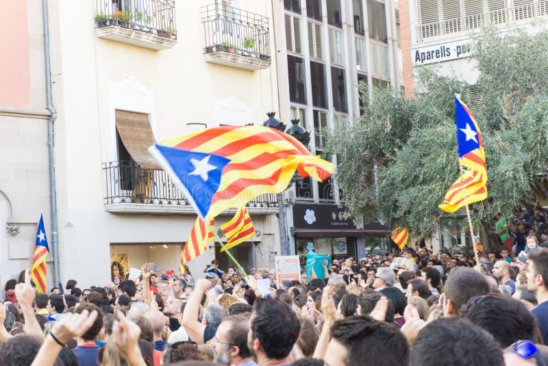 Granollers, Catalonia, Espanha, o 3 de outubro de 2017: povos paceful no protesto contra o espanhol imagem de stock royalty free