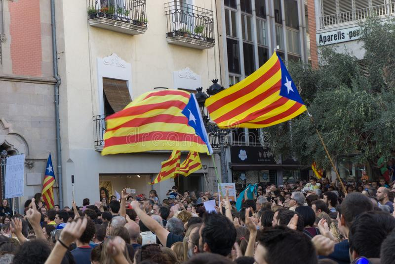 Granollers, Catalonia, Espanha, o 3 de outubro de 2017: povos paceful no protesto contra o espanhol imagens de stock royalty free