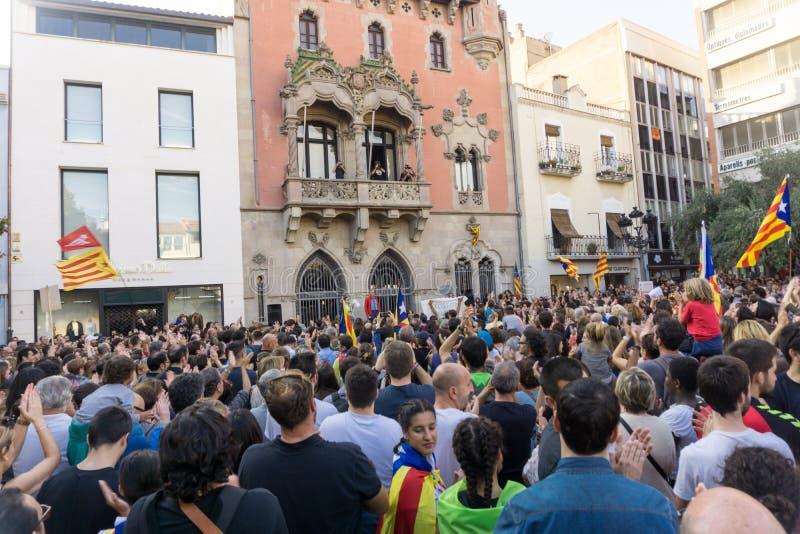 Granollers, Catalonia, Hiszpania, Październik 3, 2017: paceful ludzie w protescie przeciw hiszpańskiemu zdjęcie royalty free