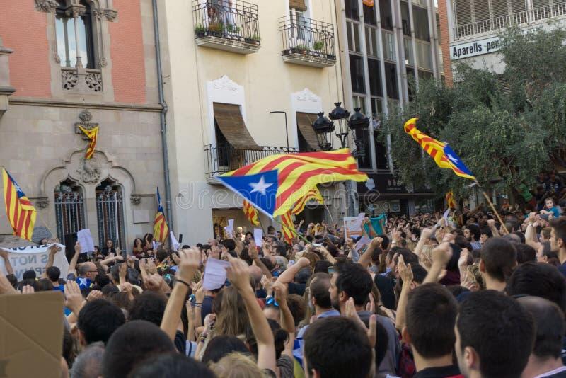 Granollers, Catalonia, Hiszpania, Październik 3, 2017: paceful ludzie w protescie przeciw hiszpańskiemu zdjęcia stock