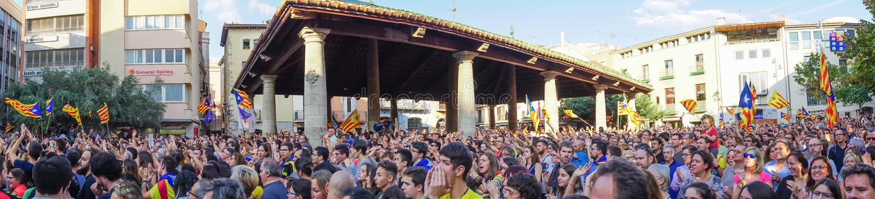 Granollers, Catalonia, Hiszpania, Październik 3, 2017: paceful ludzie w protescie przeciw hiszpańskiemu obrazy stock