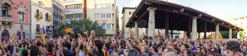 Granollers Catalonia, Spanien, Oktober 3, 2017: paceful folk i protest fotografering för bildbyråer
