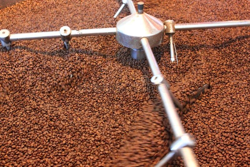 Granos de café asados aireación fotos de archivo