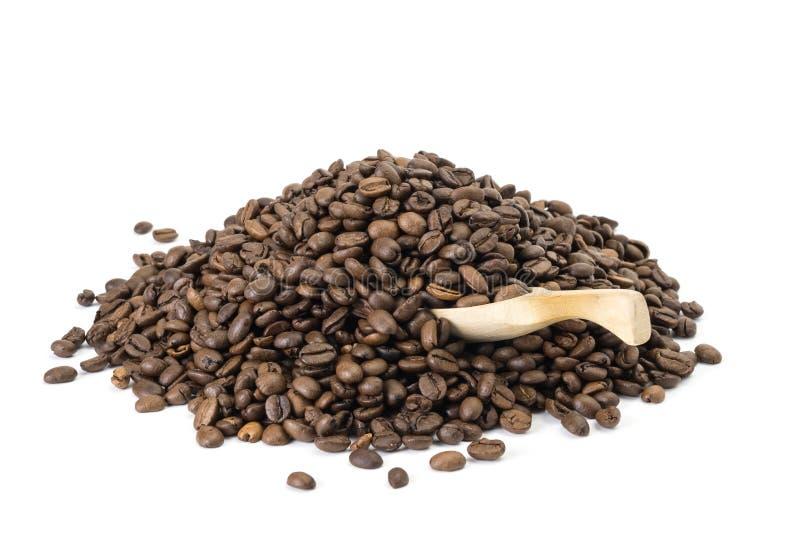 Granos de café con la cuchara fotografía de archivo