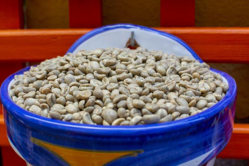 Granos de café decaf tostados sin cafeína fotografía de archivo