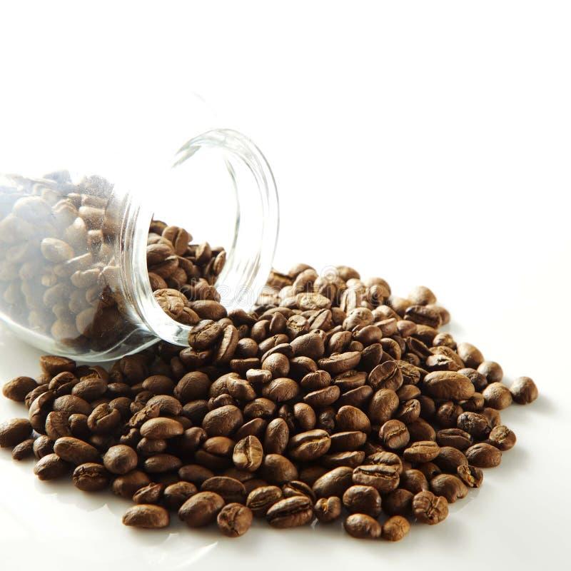 Granos de café en botella imagen de archivo libre de regalías