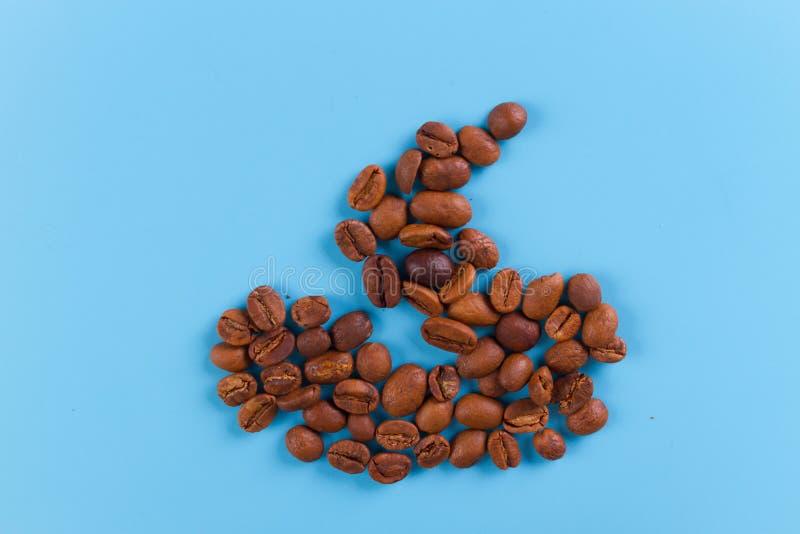 granos de café en una forma de la mierda fotografía de archivo