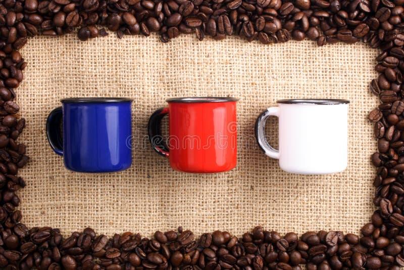 Granos de café, sizal y tazas imagenes de archivo