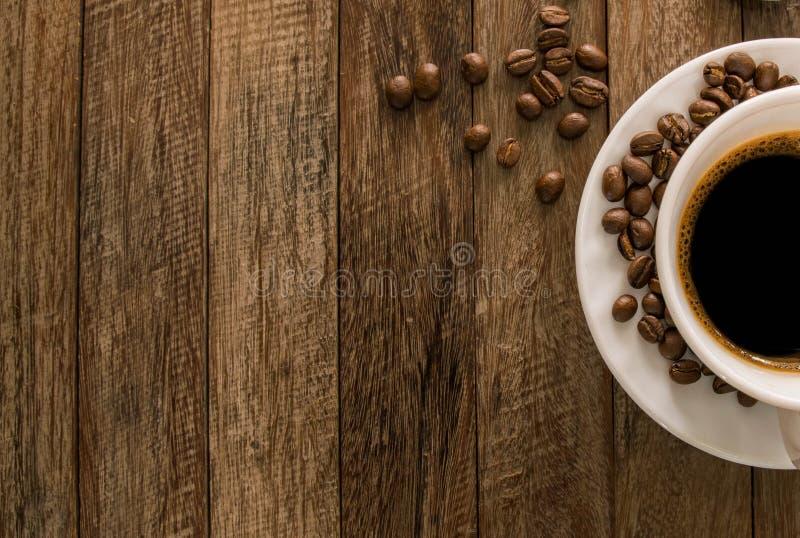 Granos de café, taza de café imagen de archivo