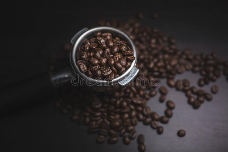 Granos de café y polvo de tierra foto de archivo