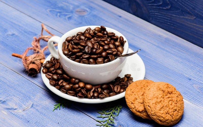 Granos de caf? asados frescos concepto del cafe?na Men? de las bebidas del caf? Variedad del café robusta del Arabica Bebida para fotografía de archivo libre de regalías
