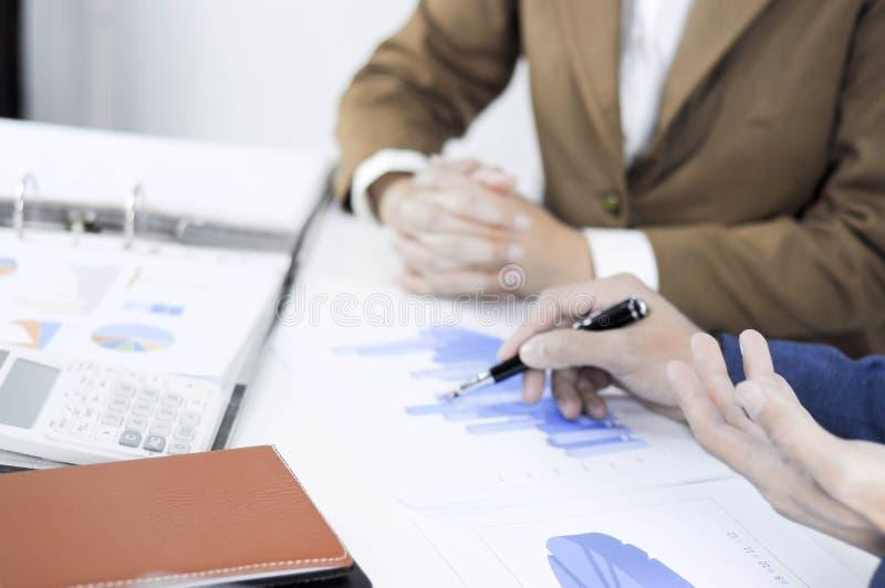 Granskning för ledning för investering för revisorplanläggningsadministration rådgivande mötande royaltyfri foto