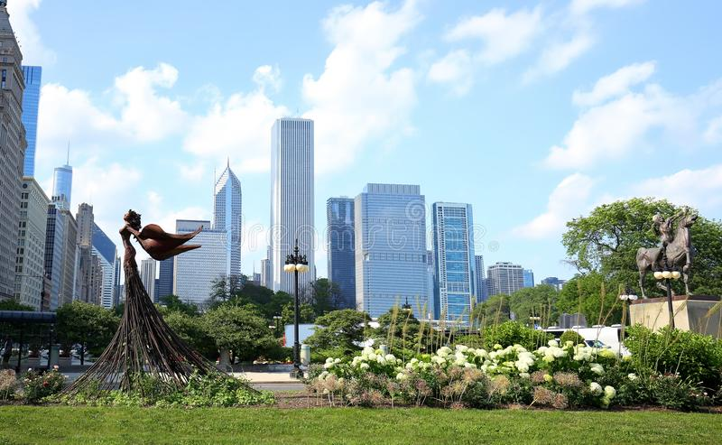 Grant Park art and downtown Chicago skyline royalty free stock images