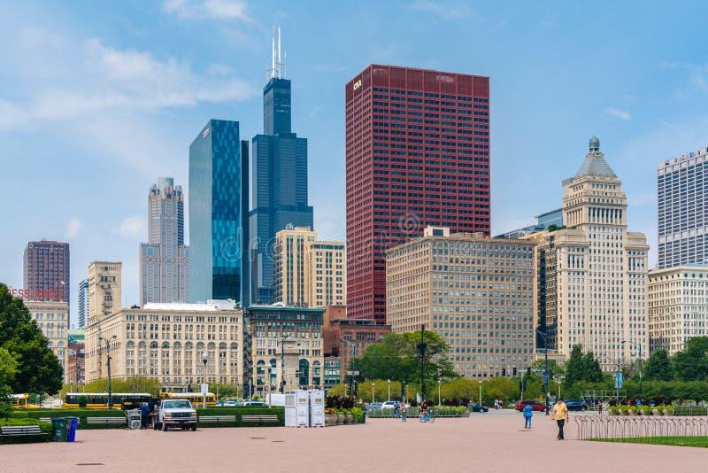 Grant Park och sikt av skyskrapor i Chicago, Illinois arkivfoton