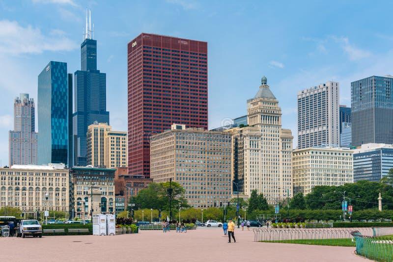 Grant Park und Ansicht von Wolkenkratzern in Chicago, Illinois stockbild