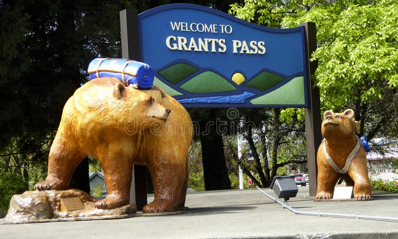 Grants Pass Camping Bears. Welcome sign to Grants Pass in Josephine County, Oregon, behind art sculptures of two bears wearing camping gear stock image