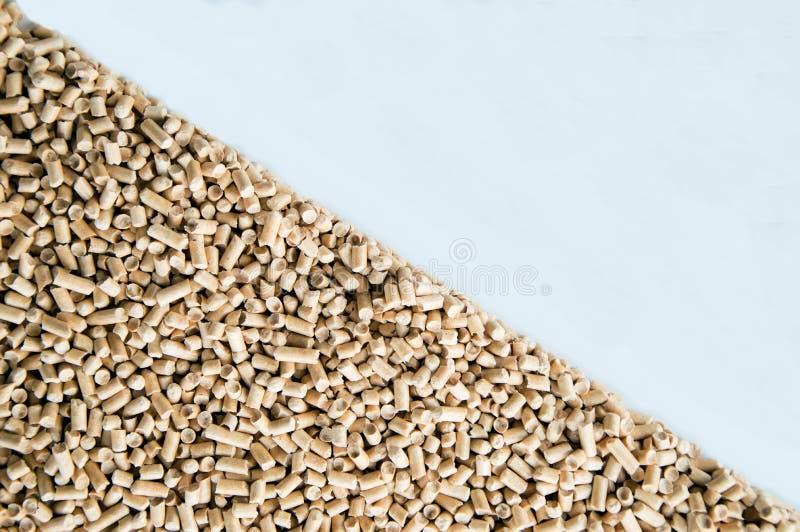 Granules en bois pour la chaleur et la chaleur photos libres de droits