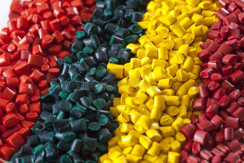Granules en plastique colorés de polymère photos libres de droits