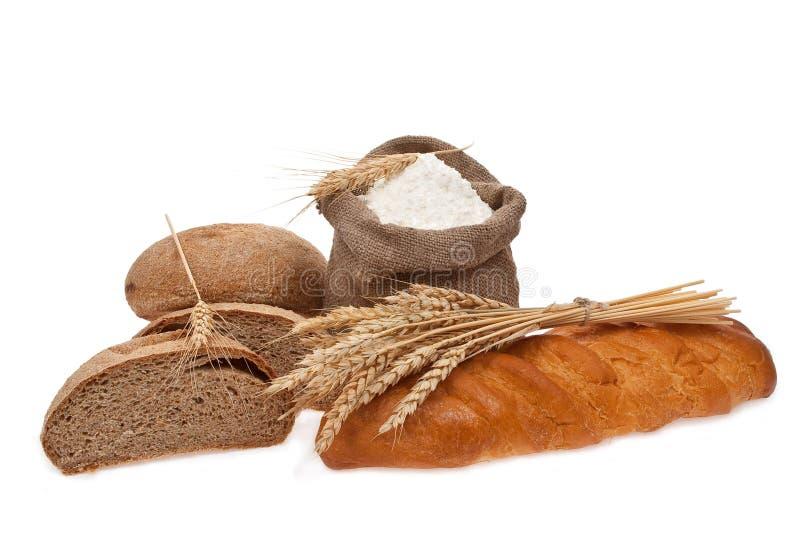 Granulo del frumento e della farina con pane fotografia stock libera da diritti