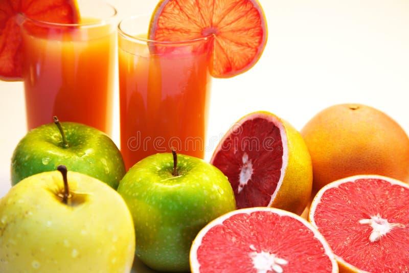 Grapefruit juice en vruchten stock afbeelding