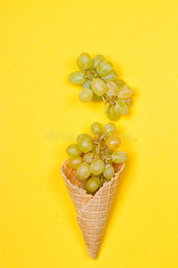 Free Grapes In The Ice Waffle Stock Images - 98837874