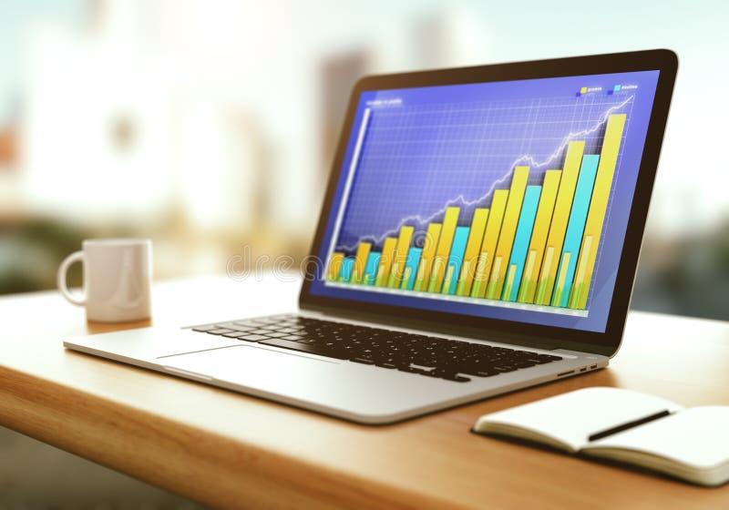Graphique de gestion sur l'écran d'ordinateur portable avec le journal intime et la tasse ouverts de cof photos libres de droits