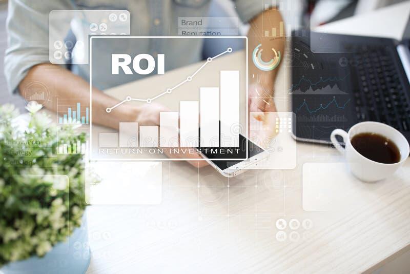 Graphique de ROI, retour sur l'investissement, marché boursier et affaires et concept marchands d'Internet images libres de droits