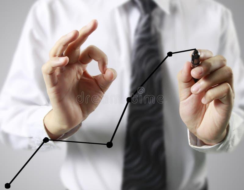 Graphiques de dessin d'homme d'affaires élevant le graphique image stock
