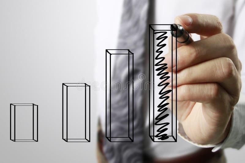 Graphiques de dessin d'homme d'affaires élevant le graphique images stock