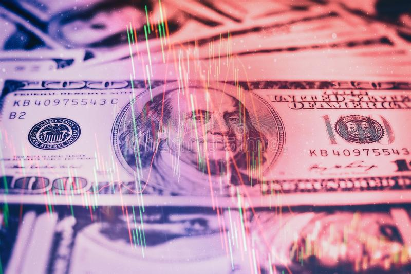 Graphiques rougeoyants de forex de différentes couleurs montrant la situation de marché financier sur le fond numérique abstrait images libres de droits
