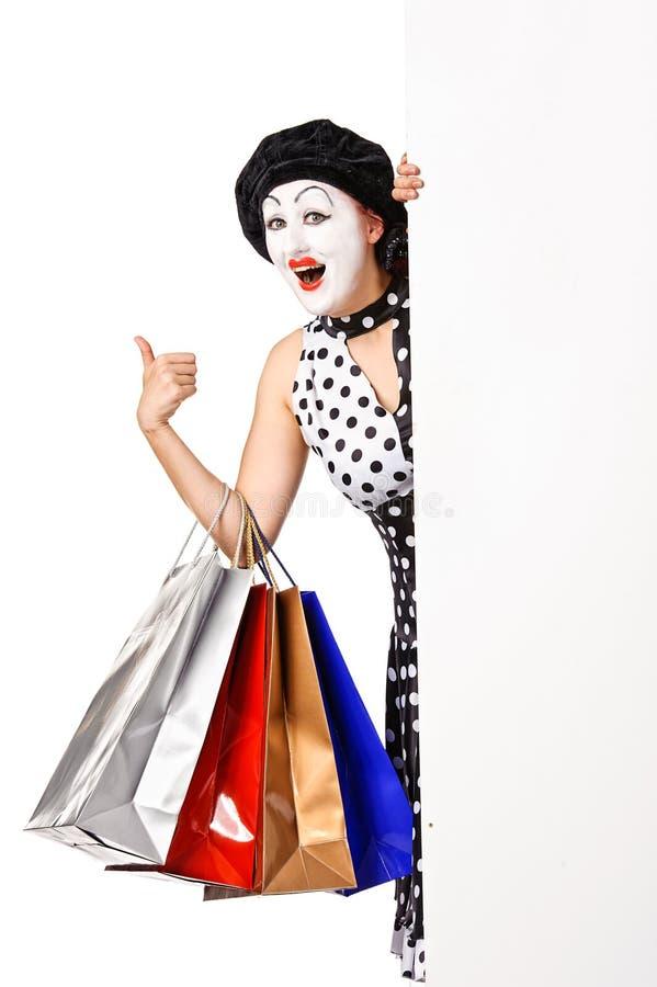 Grappig boots vrouwenholding het winkelen zakken na. stock afbeeldingen