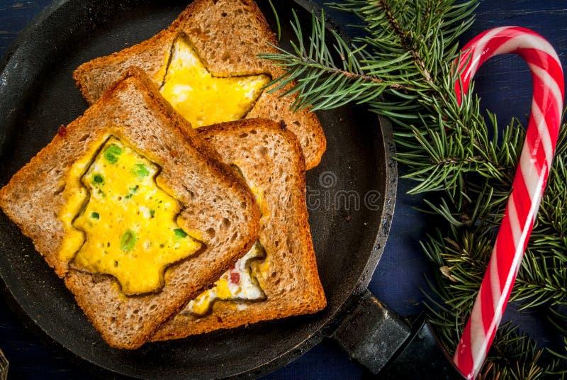 Grappig Kerstmisvoedsel voor jonge geitjes stock afbeelding